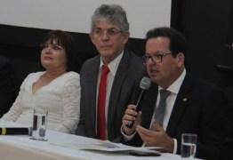 Ricardo Coutinho participa da posse do novo presidente do TCE