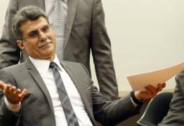 Após propor cotas para a entrada de estrangeiros no Brasil, Romero Jucá deixa liderança do governo no Senado