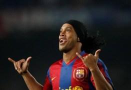 Barcelona anuncia retorno de Ronaldinho como embaixador do clube