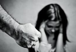 BATA MAS BATA POUCO: Putin sanciona lei que despenaliza violência doméstica