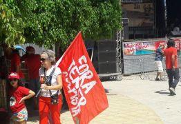 Ato da Transposição se transforma em manifestação 'Fora Temer' em Monteiro
