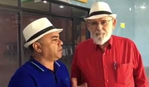 17407827 10210751456014380 437076105 o 300x176 - 'Deixa lula me levar', canta Luiz Couto em Monteiro