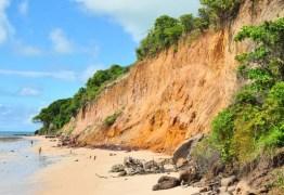 Especialistas debatem erosão da falésia do Cabo Branco e cobram apresentação de estudos de 2007