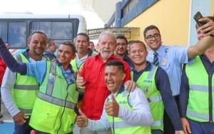 lula cg 300x188 - VEJA VÍDEO: Lula chega a Campina Grande sob gritos de: guerreiro, herói brasileiro
