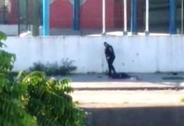 Vídeo mostra PMs executando dois jovens em frente à escola onde adolescente foi baleada – VEJA VÍDEO