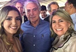 Temer publica foto com prefeita e ex-prefeita de Monteiro ao lado de deputado para celebrar Transposição