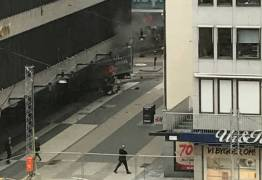 SUÉCIA: Caminhão atropela multidão deixando mortos e feridos