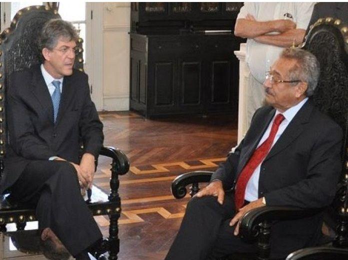 49b2169bd87c9bc5da1eb1496e8cc711 - Luciano Cartaxo está levando o senador Maranhão para os braços de Ricardo! - Por Rui Galdino