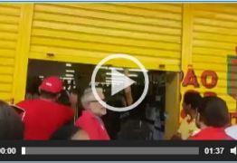 VEJA VÍDEO: Grevistas obrigam comerciantes a fechar portas em JP para que trabalhadores participem da greve