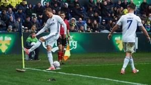 futebol ratos 300x169 - Na Dinamarca torcedores protestam jogando ratos dentro de campo