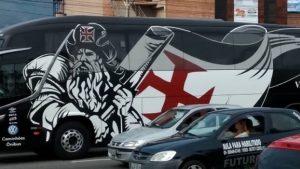 nibus vasco 300x169 - Ônibus do Vasco quebra e jogadores são obrigados a irem de táxi pro clássico