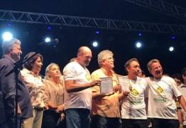 Governador Ricardo recebe título de cidadão carrapateirense; veja vídeo