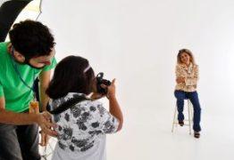 Pessoas com Síndrome de Down expõem fotografias tiradas com as mães