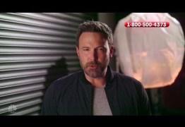 Ben Affleck imita Christian Bale em evento beneficiente