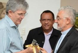 Ricardo recebe visita do novo arcebispo da Paraíba, Dom Manoel Delson