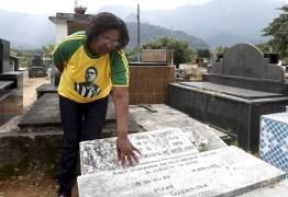 Cemitério na Baixada Fluminense não sabe onde está sepultado corpo de Garrincha