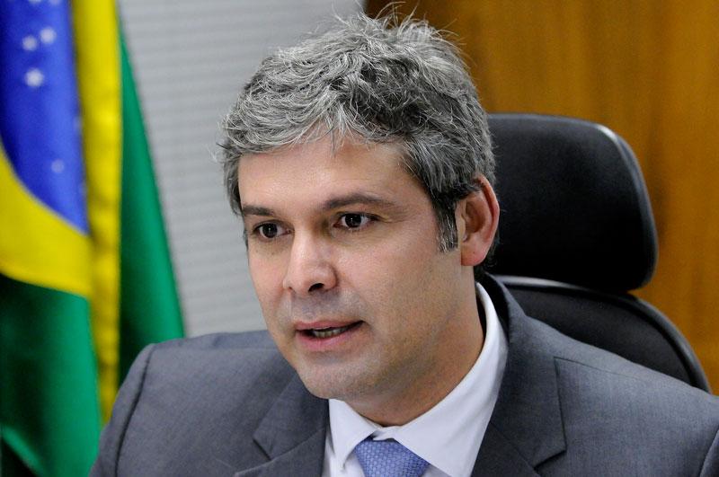 lindbergh farias perfil - 'Moro é um militante político da direita brasileira!', afirma Lindbergh Farias sobre decisão do Juiz