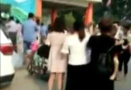 Explosão em frente a escola deixa mortos e feridos na China