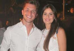 Camila Queiroz e Klebber Toledo estão noivos
