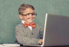 Pais mais velhos tendem a ter filhos 'mais nerds', diz pesquisa