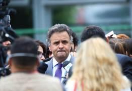 Aécio Neves e FHC não participaram de reunião do PSDB para discutir apoio a Temer