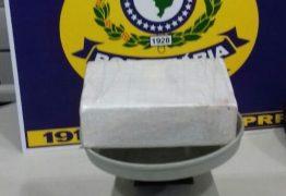 PRF apreende um quilo de cocaína com passageira de ônibus em Mamanguape