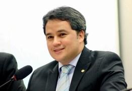 Deputado Efraim Filho recebe homenagem da Abrasel