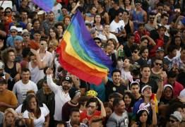 Distritais derrubam regulamentação da lei que pune homofobia