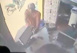 VEJA VÍDEO: Dono de estabelecimento comercial reage a assalto em Guarabira