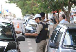 Mulher é presa por avisar em rede social sobre blitz policial