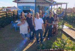 Luciano Huck entrega casa sem muro e participante faz 'vaquinha' na internet para arrecadar dinheiro