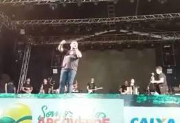 PÉ DE SERRA + FORRÓ DE PLASTICO: Xand de Aviões cantou a música Caboclo Sonhador com Maciel Melo em Arco Verde – VEJA VÍDEO