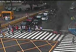 JOÃO PESSOA: Manifestantes liberam Integração, mas queimam pneus na Avenida Tabajaras