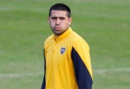 Riquelme responde críticas e afirma não dar importância ao que Maradona fala
