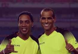 Com Ronaldinho e Rivaldo, lendas do Barça enfrentam United em amistoso