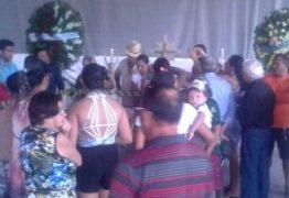 O ADEUS NA TERRA NATAL : População de Livramento vela corpo da cantora Eliza, sepultamento será hoje a tarde