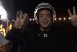 Para não chegar atrasado em seu show, Safadão pega carona em moto da Guarda Municipal