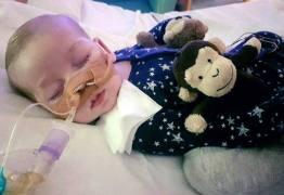 Morre Charlie Gard, bebê britânico que sofria com doença terminal