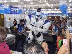 20134881 1507705595952268 81042320 n 300x225 - Vídeo: Robozão agita Brasil Mostra Brasil até segunda-feira