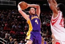 Sem espaço na NBA Marcelinho Huertas retorna para o basquete europeu