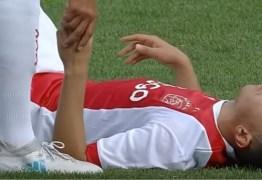 VEJA VÍDEO: Jogador desmaia no campo e sofre dano cerebral irreversível