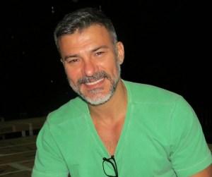 Leonardo Vieira 1 300x251 - Ator Leonardo Vieira conta: 'Sofro mais do que sinto prazer sendo gay'