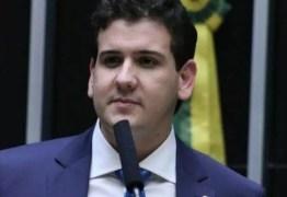 Após polêmica, Câmara dos Deputados aceita pagar viagem de parlamentar paraibano