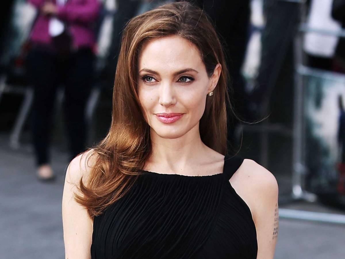 angelina jolie atriz - Mulher faz 50 cirurgias para ficar parecida com Angelina Jolie