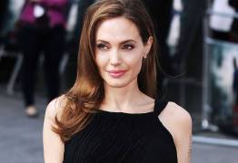 Um ano após divórcio, Angelina Jolie avalia: 'Tenho altos e baixos'