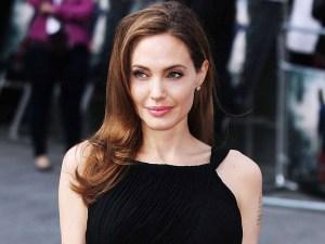 angelina jolie atriz 300x225 - Jolie admite passar por 'momento muito difícil' após separação com Brad Pitt