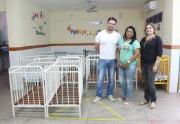 Prefeitura de Patos recupera berços e carteiras escolares e entrega em creches e escolas do município