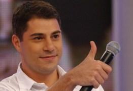 """Evaristo Costa quer mudar de carreira e """"pede emprego"""" nas redes"""