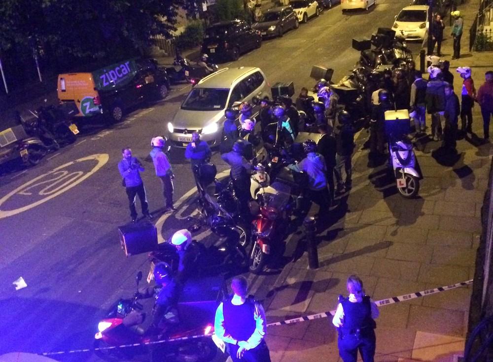 homem detido londres - Jovem é detido após cometer série de ataques com ácido em Londres
