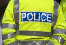 Policial e paramédico, ambos de folga, ajudam ladrões após acidente e são atacados com ácido